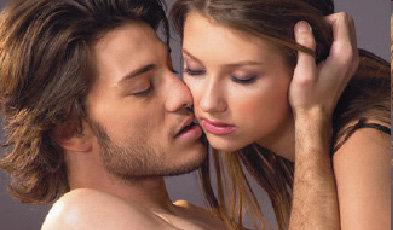 Первый секс комом.