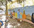 Lumea copiilor zugravita in curtea Spitalului Municipal Campina