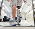 Persoanele cu membre amputate pot sa isi miste picioarele bionice prin puterea gandului